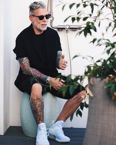 Nick during Paris Fashion Week this past summer. Nick Wooster, Men Looks, Style Ibiza, Streetwear, Moda Blog, Fashion Network, Mens Trends, Mens Fashion, Fashion Outfits