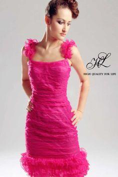robe de cocktail, robe demoiselle d'honneur, lace, rose, col carré, bretelles, sans manches, chic  http://www.robesoir.fr/robe-soir/605-knee-length-halter-pink-lace-a-line-lf-00044.html#