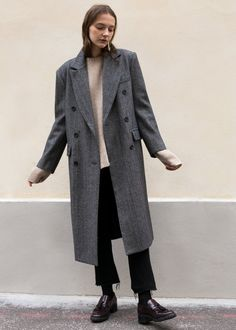 """#newarrivals #herringbone #menswear #coat #doubelbreasted #thefrankieshop #frankienyc #frankiegirl Double Breasted, Straight Long Coat w/Slit Back Detail Front Flap Pockets. Shoulder Pads. Fully Lined Color- Grey Herringbone w/Red Stitching 40% Wool, 40% Nylon, 20% Polyester 43"""" Length, 17"""" Shoulder, 40"""" Bust Dry Clean Imported"""