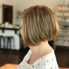 Angled bob for fine hair like this doesn't need to appear unexciting. Add a bit texture to your jaw-length chop, and it will boost the dimension of your golden brown hair. Angled Bob Hairstyles, Bob Hairstyles For Fine Hair, Latest Hairstyles, Golden Brown Hair, Angled Bobs, Short Hair Cuts, Hair Trends, Angles, Texture