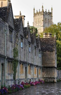 The Almhouses, Chipping Campden, UK Built by Sir Baptist Hicks in 1612, to house 6 poor men and 6 poor women, to this day they are still used by twelve pensioners from Chipping.
