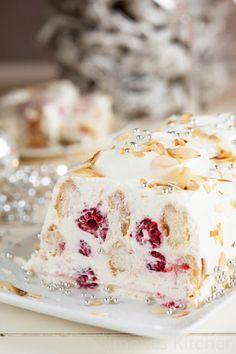 Mascarpone frambozen trifle Mascarpone raspberry trifle as a Christmas dessert simoneskitchen. Köstliche Desserts, Dessert Recipes, Plated Desserts, Dinner Recipes, Raspberry Trifle, Cupcakes, Christmas Desserts, Christmas Baking, Sweet Tooth