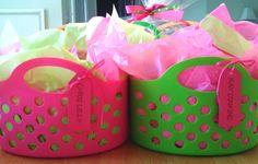 BODA - cómo hacer impresionantes, canastas de regalos de bajo costo .... De hecho, me hice para mis damas de honor! ------------------ how to make awesome, inexpensive gift baskets .... I actually did this for my bridesmaids yay!