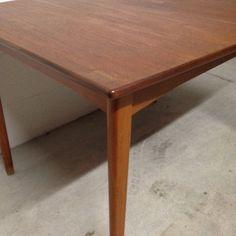 Extendable table North Europa 1950/60 € 650,00 info fabbrica1018@gmai.com