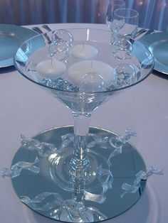 I love the floating glasses bubbles and the martini glass design of this centerpiece.