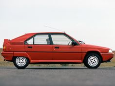This is classic Bertone... and I thought it was the coolest car out there. underrated-hot-hatches-of-the-late-1980s-citroen-bx-19-gti-16v_1.jpg (600×450)