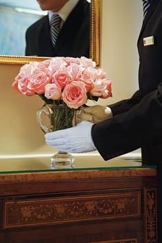 Weekly flowers delivered to your residence, by #Urban #Concierge white-glove service. #luxuryLiving by www.albertalagrup.com