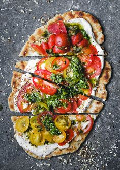 Oat Yogurt Flatbread with Green Sauce and Tomatoes — Green Kitchen Stories Oat Yogurt Flatbread with Green Sauce and Tomatoes — Green Kitchen Stories Vegetarian Recipes, Cooking Recipes, Healthy Recipes, Flour Recipes, Pasta Pizza, Pizza Hut, Pizza Dough, Pizza Cake, Pan Rapido