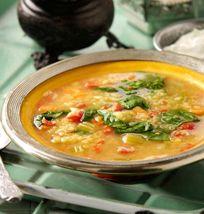 Sopa picante de lentejas rojas y espinacas
