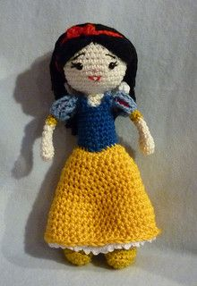 "Snow White Doll - (19 cm / 7.5"" tall) - Free Amigurumi Crochet Pattern - English and German Version - PDF Format Click to ""download"" here: http://www.ravelry.com/patterns/library/amigurumi-crochet-pattern-snow-white  Seven Dwarfs Pattern here: http://www.ravelry.com/patterns/library/amigurumi-crochet-pattern-seven-dwarfs"