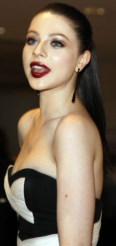 Michelle Trachtenberg (born: October New York City, NY, USA) is an American actress. Michelle Trachtenberg, Georgina Sparks, Celebrities Then And Now, Beautiful Celebrities, Buffy, Gossip Girl, New York City, Pale Skin Makeup, Desktop