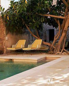 Im Süden von Mallorca nahe Campos befindet sich das wunderschöne Designhotel Sa Creu Nova Art Hotel & Spa. Das kleine Hotel auf Mallorca verfügt über nur 15 Zimmer, einen kleinen SPA-Bereich und einen hübschen Außenpool im gemütlichen Garten.