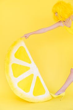 DIY Lemon Wedge Piñata Tutorial