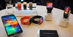 Samsung Gear Fit and Gear 2 Neo, now for sale! Gear 2, Moving Away, Electronic Media, Off The Wall, Operating System, Top Ten, Smart Watch, Usb Flash Drive, Android