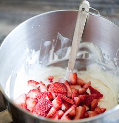 2012-07-31-strawberry-crunch-cake-strawberries-580w