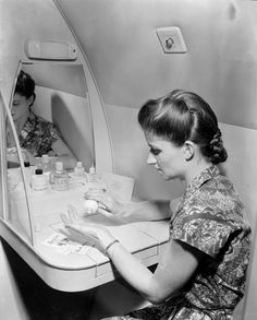 A passenger in the ladies' powder room on board the world's first jet airliner service. The Comet flight is bound for South Africa; date unknown. (Photo by PNA Rota/Getty Images)