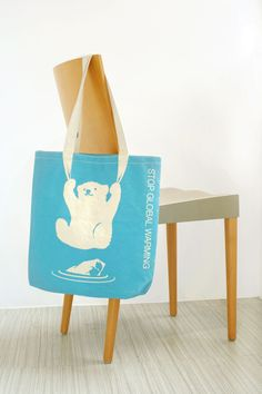 Il mondo ambientalista si è sbizzarrito con le shopping #bag di #design. Questa è contro il global warming.