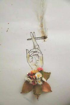 Gece ayazı dostumdur yanında bir de sigara.