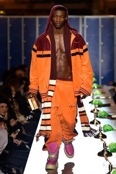 Fenty Puma by Rihanna RTW Fall 2017 (nice outfit can't rock the shoes tho) Rihanna Fenty, New Outfits, Cool Outfits, Weird Fashion, Black Models, Fenty Puma, Athletic Wear, Pants Outfit