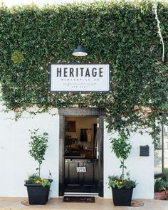 restaurant fachada [En direct] Shop tour: heritage mercantile co. Cafe Exterior, Coffee Shop Design, Boho Home, Cafe Shop, Cafe Bar, Pink Blossom, Shop Fronts, Facade Design, Design Design