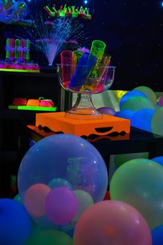 Resultado de imagem para convites coloridos neon Glow Party, Disco Party, Neon Party Decorations, Birthday Decorations, Party Themes, Glow Sticks In Pool, Neon Birthday, Girl Sleepover, Adult Party Games