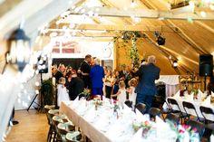 Velkommen til bryllupsfest på nyoppusset låve! Bergen, Eid, Table Decorations, Wedding, Home Decor, Casamento, Homemade Home Decor, Weddings, Marriage