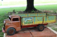 "VINTAGE 1950's MARX PRESSED STEEL LITHO TOY LIVESTOCK TRUCK ""LAZY DAY FARMS"""