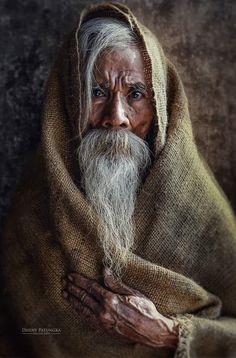 Old fellow, guy, male, hand, wrinckles, lines of life, beard, storyteller, powerful face, intense eyes, portrait