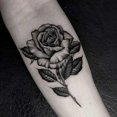 Feed Your Ink Addiction With 50 Of The Most Beautiful Rose Tattoo Designs For Me. - Feed Your Ink Addiction With 50 Of The Most Beautiful Rose Tattoo Designs For Men And Women – bl - Tattoo Girls, Girl Back Tattoos, Rose Tattoos For Women, Tattoo Designs For Women, Tattoos For Guys, Tattoo Women, Stencils Tatuagem, Tattoo Stencils, Rosen Tattoo Mann