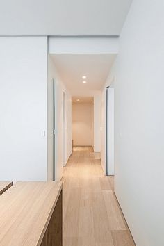Inrichting appartement up-site toren :: STEIN VAN ROSSEM :: architectenbureau BVBA White Oak Floors, White Walls, Interior Trim, Interior Design, Aesthetic Solutions, Recessed Spotlights, Doors And Floors, Hallway Designs, Timber House