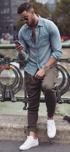 We all wear casual in our free time. Here are some great outfit ideas in casual style for men. They are perfect for this spring. Outfits Casual, Stylish Mens Outfits, Mode Outfits, Men Casual, Casual Suit, Casual Blazer, Casual Winter, Casual Jeans, Casual Shoes