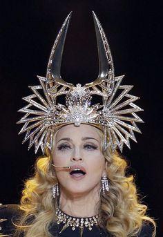 Madonna in a Philip Treacy headpiece for the superbowl Eiko Ishioka, Pola Rok, Philip Treacy Hats, Crazy Hats, Body Adornment, Fancy Hats, Love Hat, Cool Costumes, Headgear