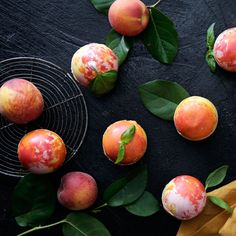 Peaches n' Cream Bombs - Peaches and cream or a hidden candy dream? Delicious Desserts, Dessert Recipes, Cheesecake Desserts, Good Food, Yummy Food, Chocolate Decorations, Diy Food, Creme, Food Porn