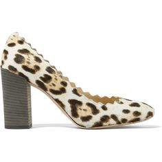 Chloé Scalloped leopard-print calf hair pumps (1 095 AUD) ❤ liked on Polyvore featuring shoes, pumps, leopard pumps, leopard calf hair pumps, chloe shoes, block heel pumps and slip-on shoes