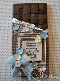 Mette`s Kortverden: Jeg feirer Ett Trykk med sjokoladekort Diy Paper, Paper Crafting, Chocolate Card, How To Make Paper Flowers, Shaped Cards, I Card, Diy And Crafts, Projects To Try, Card Making