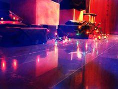 Les cadeaux: petits, grands, cubiques, sphériques, rouges, bleus... l'intérieur est ce qui compte. JoanCarazo.