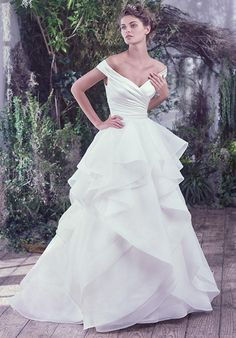Fitted bodice and organza ball skirt with horeshair edged layers | Maggie Sottero Zulani | http://knot.ly/649986cFz