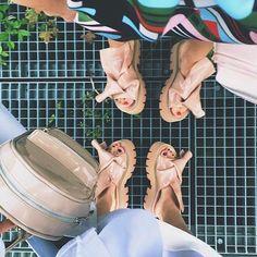 N 21 LOVES KARTELL  Ti aspettiamo nel nostro online store H-Brands.com per scoprire l'intera collezione! #n21 #kartell #fashion #ootd @yul.is #no21 #numeroventunon21loveskartell #hbrands #hobbs #shopping #online