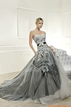 Vestido de novia blanco con gris