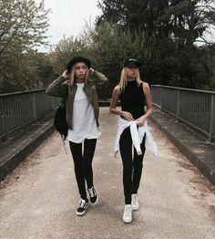 Twins lisa and lena outfits