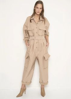 Khaki Patch Pocket Utility Jumpsuit – The Frankie Shop Mode Outfits, Trendy Outfits, Fashion Outfits, Womens Fashion, Boiler Suit, Jumpsuit Outfit, Cute Winter Outfits, Overall, Wide Leg Denim