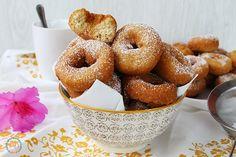 Hoy unas rosquillas de canela deliciosas, fáciles de hacer y que nunca fallan, y si, son fáciles de hacer imaguinaros de comer, van yendo...