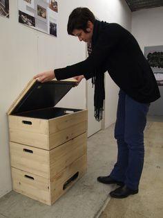 Un lombricomposteur permet de réduire la quantité de déchets organiques que l'on va jeter à la poubelle tout en créant des fertilisants pour les plantes. Le développement de ce lombricomposteur s'est fait dans le cadre d'une commande que nous a fait le Zeybu, une épicerie solidaire située à Eybens près de Grenoble.