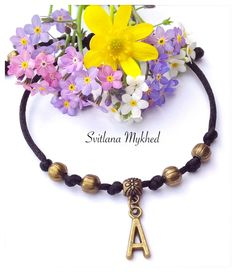 """Bracelet homme,femme, enfant personnalisé avec Initiale """"A"""" . perles et lettre mètal bronze : Bracelet par perles-et-couronnes"""