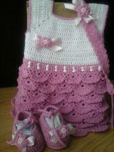 Vestidinho bailarina para bebé em crochet a partir dos 2 meses (dependendo do bebé),Fitinha para a cabeça e sapatinhos bailarina.