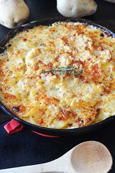 Skillet Scalloped Potatoes!  This super cheesy side dish makes my heart flutter. | blog.hostthetoast.com