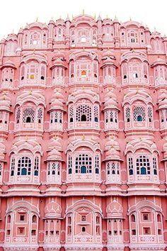 Pretty millennial pink architecture 💖