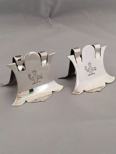 SILVER EDWARDIAN CRESTED PLACE CARD OR MENU HOLDERS 1901 LONDON