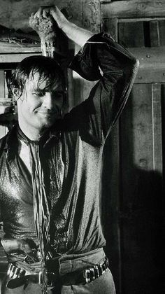 Marlon Brando preparing for a scene in One Eyed Jacks, the only film he both starred in and directed. Marlon Brando, Classic Hollywood, In Hollywood, Divas, Don Corleone, Mike Patton, Old Movie Stars, The Godfather, Best Actor