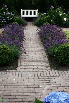 Afbeelding van http://www.hoveniersbedrijfhendrickx.nl/wp-content/uploads/2014/01/Romantische-tuin-in-Engelse-style-met-authentiek-karakter-in-Emmeloord-2.jpg.